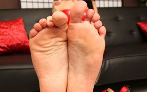 Jenny's Füße in deinem Gesicht